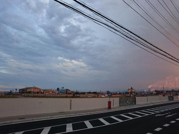 まもなく夏祭りが行われる、会場周囲の夕方の写真(8月4日(木)撮影)